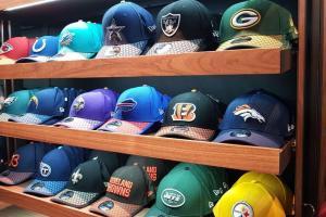 Exhibidor de gorras New Era